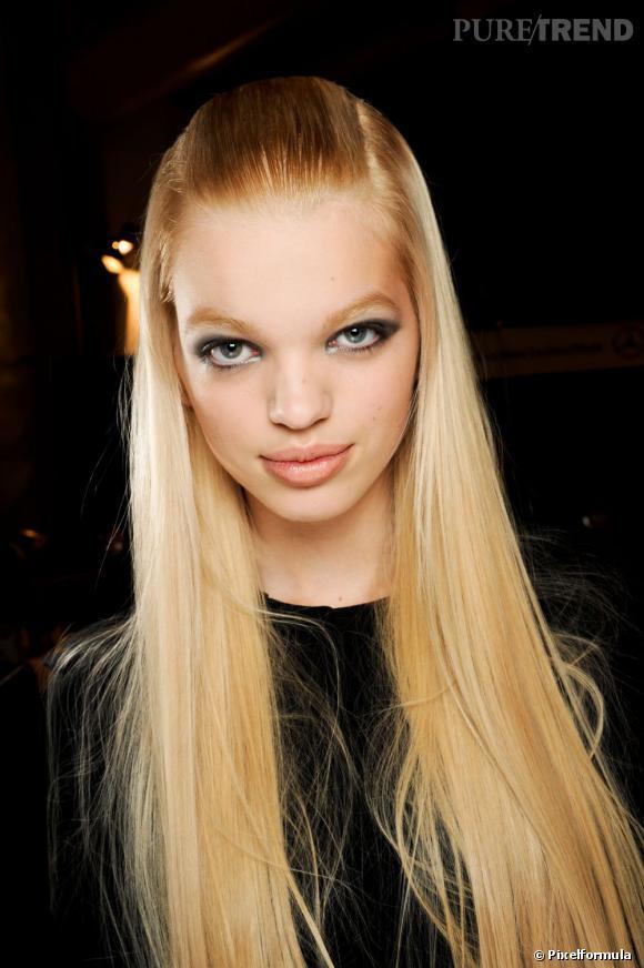 Les tendances coiffures pour 2012 La nouvelle demi-queue est très plaquée et les cheveux sont lissés à la perfection.