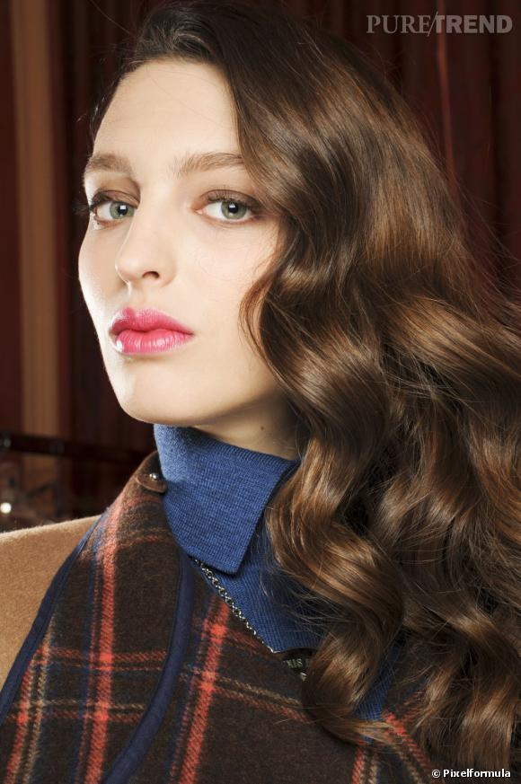 Les tendances coiffures pour 2012 On l'a vu sur tous les tapis rouges, à notre tour d'adopter la masse de cheveux rabattue sur une épaule.