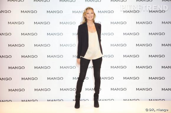 Kate Moss, égérie Mango pour la saison Printemps-Eté 2012 prend la pose dans la boutique d'Oxford Street à Londres.