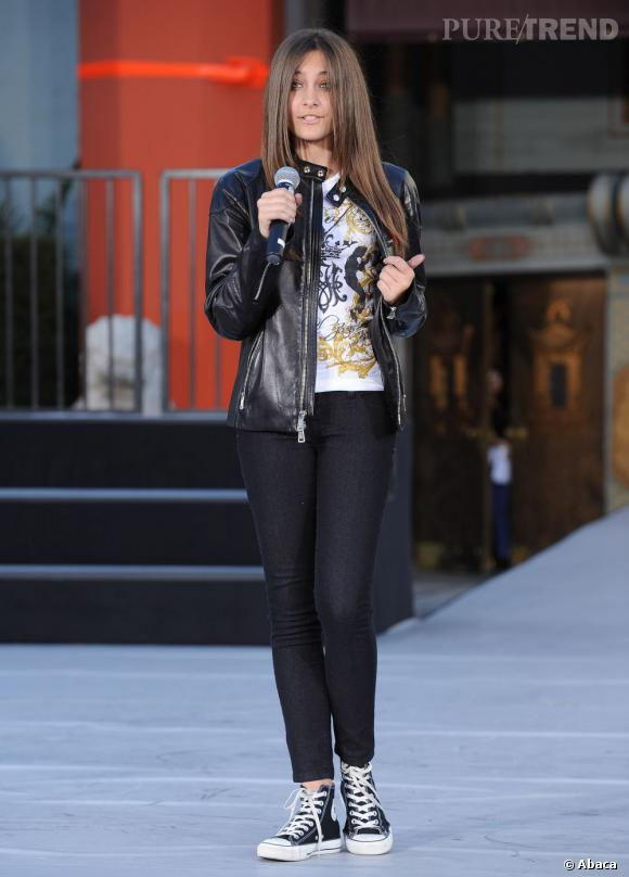 La jeune femme s'affiche avec une tenue de teenager bien orchestrée.