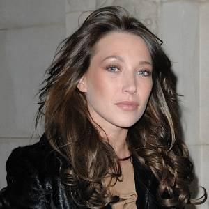 C'est finalement avec des cheveux que l'on préfère l'actrice française.