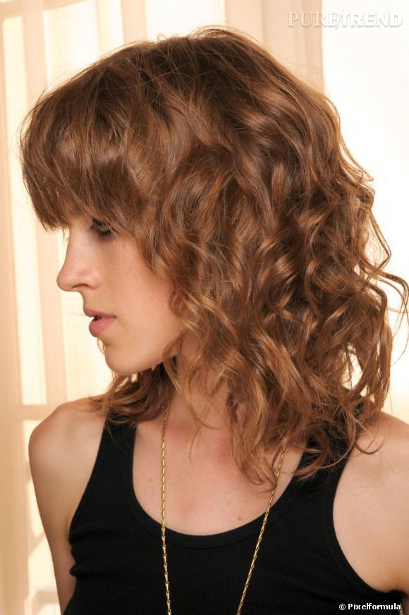 Relativ La frange sur cheveux bouclés. Avec ce carré flou, on la lisse  EU44