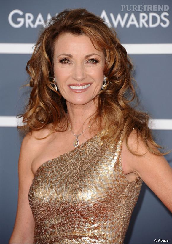 jane seymour pare son roux flamboyant d 39 une crini re wavy. Black Bedroom Furniture Sets. Home Design Ideas
