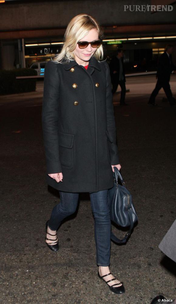Kirsten Dunst, joli street style à l'aéroport de Los Angeles.