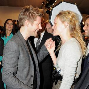 Christopher Bailey en pleine discussion avec sa copine Kate Bosworth.