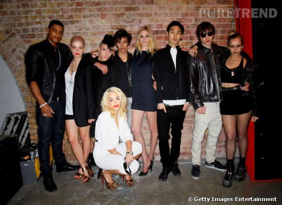Rita Ora gagne ses galons de it-girl en participant à la campagne Ck One Shock aux côtés de Pixie Geldof, Lara Stone et Alice Dellal.