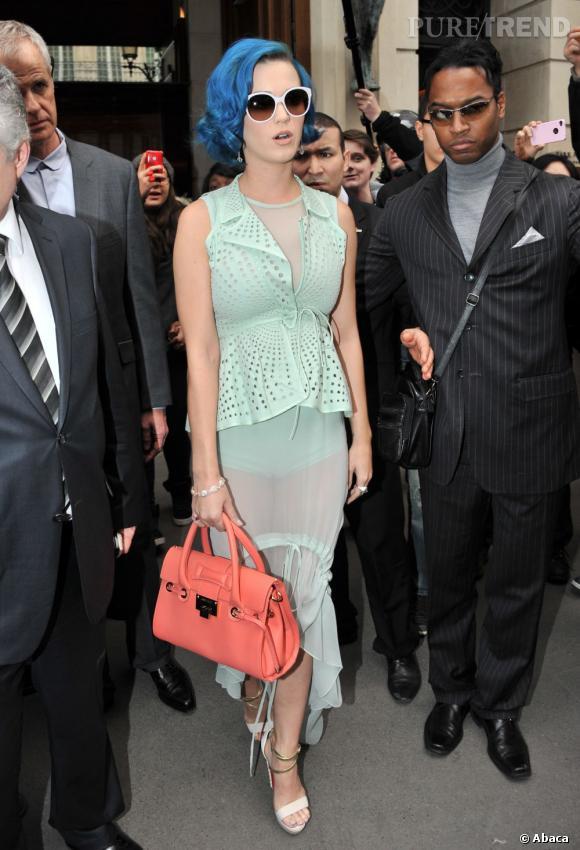 Katy Perry ne passe pas inaperçue à Paris.
