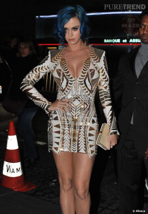 Katy Perry affiche une tenue ultra-sexy pour la Fashion Week de Paris.