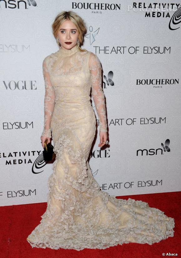 En 2010 Ashley Olsen s'essaye également à l'allure gothique... Et fait sensation.