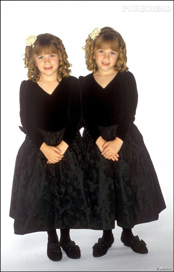La même année, les jumelles font sensation en arborant une tenue sobre et parfaitement assortie. De vrais bouts de chou.