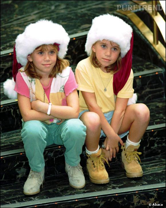Mary-Kate et Ashley Olsen en 1994 toujours aussi adorables commencent (mine de rien) à avoir leurs petites empreintes mode.