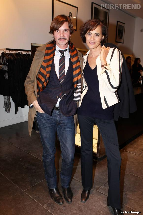 Elie Top et Ines de la Fressange, tous les deux très chic en veste et pantalon.