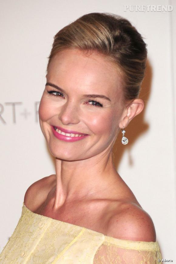 Kate Bosworth adopte le rose nude type bois de rose qui teinte légèrement les lèvres.