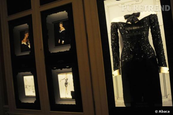 "Exposition ""Diana: Glimpses of a modern princess  New display of five beautiful dresses"" à Kensington Palace.   Du 26 mars au 2 septembre 2012."