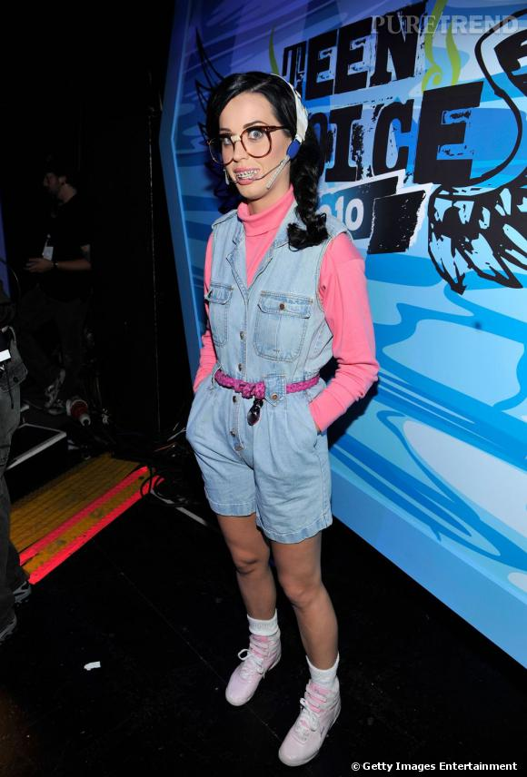 Katy Perry, plus dérisoire préfère l'appareil dentaire pour ses déguisements.