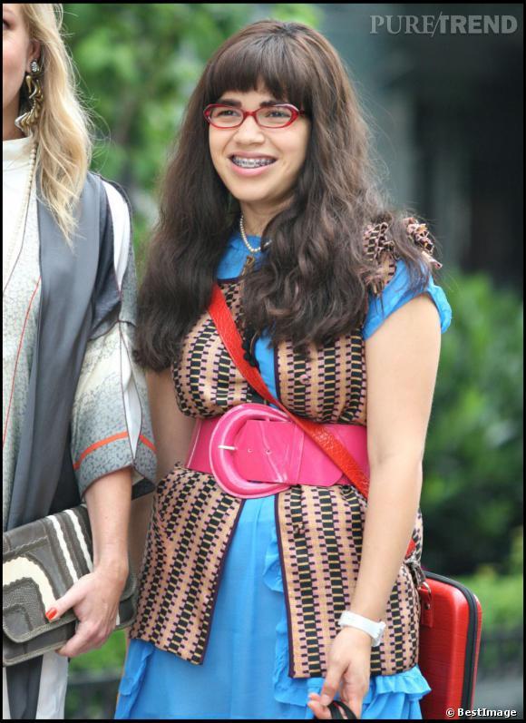 """Évidemment, America Ferrera pour son rôle de """"Uggly Betty"""" a dû choisir un appareil imposant."""