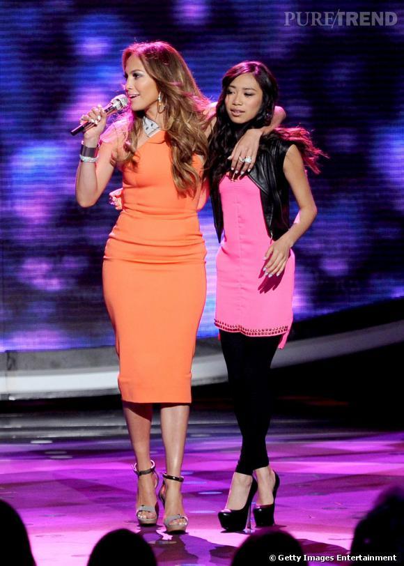 Jennifer Lopez mise sur une robe Victoria Beckham.