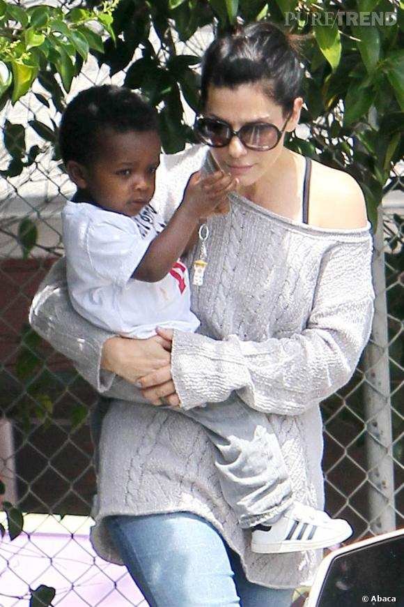 Sandra Bullock avec son fils à Los Angeles.