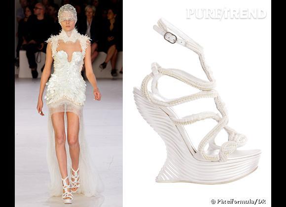 It-shoes : les must have des podiums Printemps-Eté 2012    Défilé Alexander McQueen   Sandales compensées Alexander McQueen, 3795 €