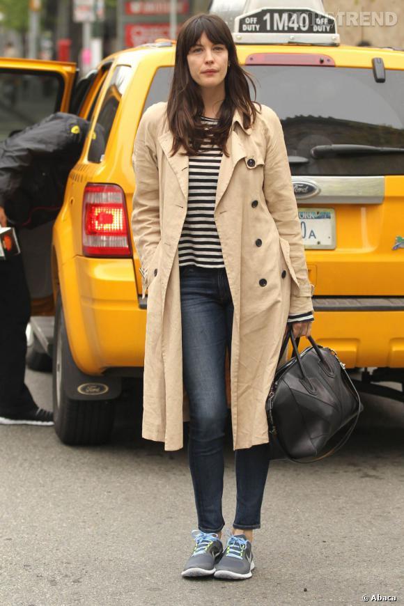 Liv Tyler cherchant un taxi dans le quartier de Soho à New York le 3 mai.