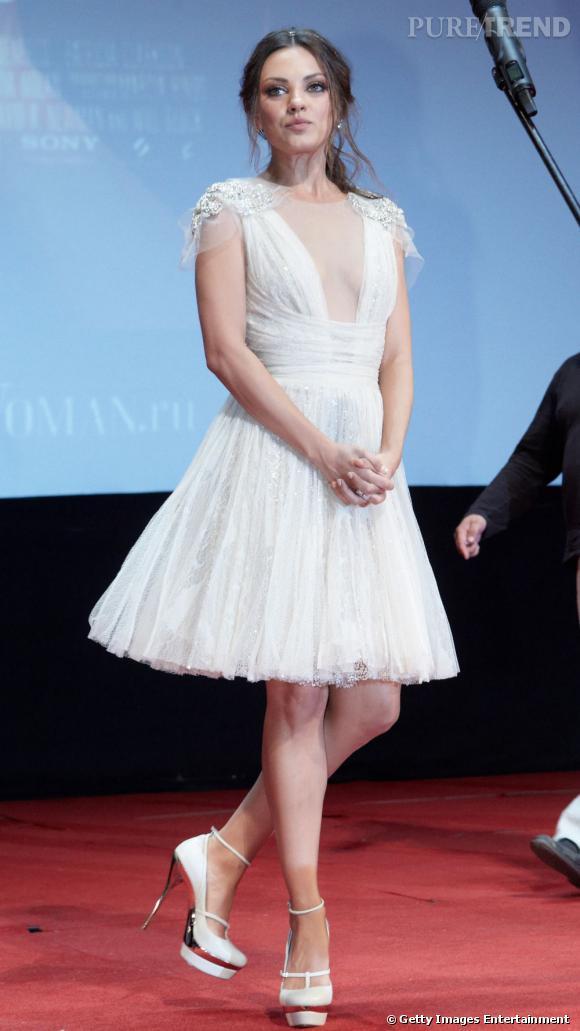Mila Kunis, une poupée couture en Elie Saab.