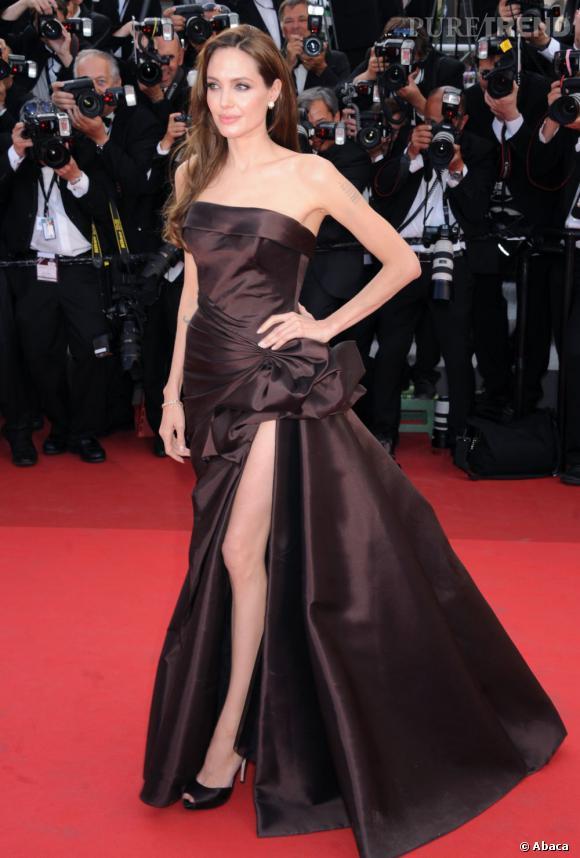 La silhouette filiforme de l'actrice devrait bientôt se doter de courbes plus sensuelles.