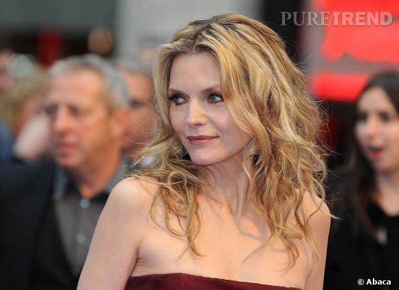 """Michelle Pfeiffer à l'avant-première de """"Dark Shadows"""" à Londres."""