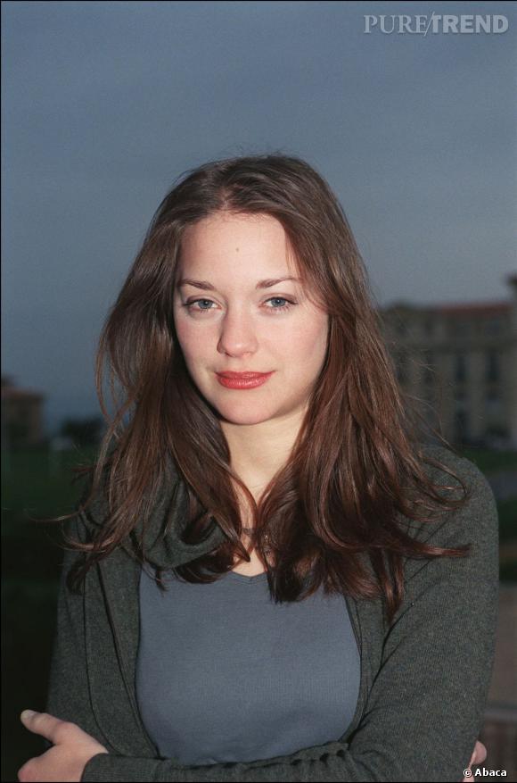 Un an après, en 2002, elle se teint les cheveux en aubrun et les laisse libre dans un petit esprit rebelle.