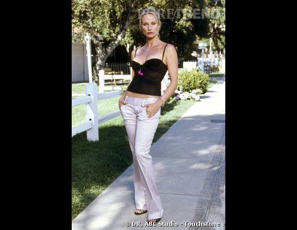 Edie (Nicolette Sheridan), très cagole.
