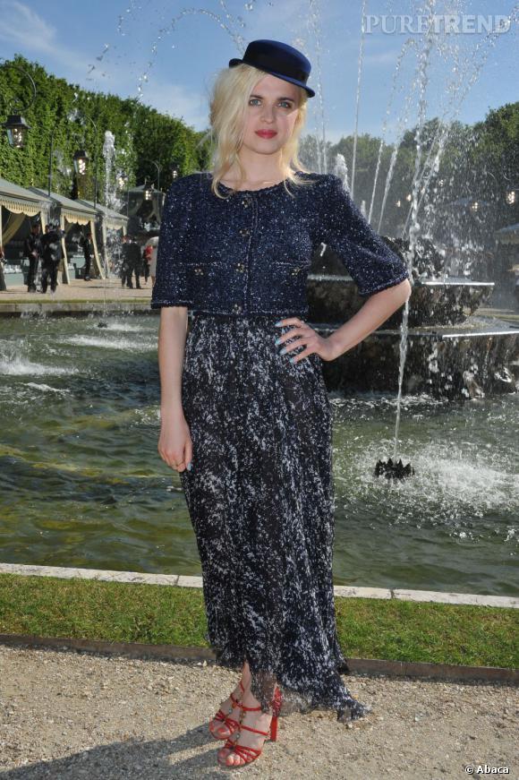 Cécile Cassel au défilé Chanel Croisière à Versailles.