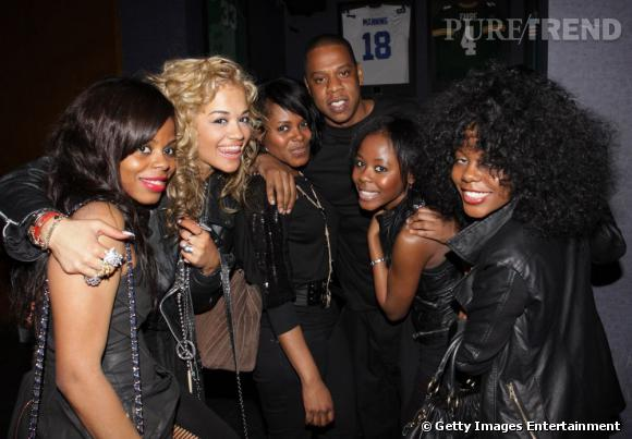 ... Et Rita n'est pas loin derrière. Il se raconte qu'elle a signé son contrat avec Jay-Z après un seul coup de fil.