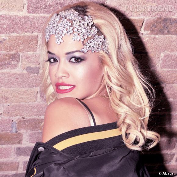 Rita Ora choisit un headband plus sophistiqué et travaillé, pour un effet tout aussi wahouuu !