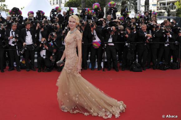 Naomi Watts, la romantique de la soirée en Marchesa.