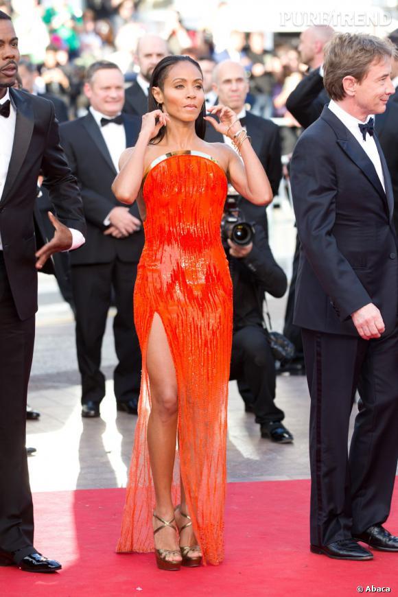 Jada Pinkett Smith ne passe pas inaperçue avec sa robe orange Atelier Versace.