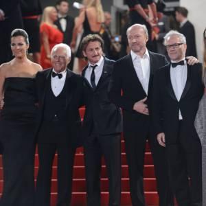 """Sean Penn et Petra Nemcova montent les marches pour la première de """"Reality""""."""