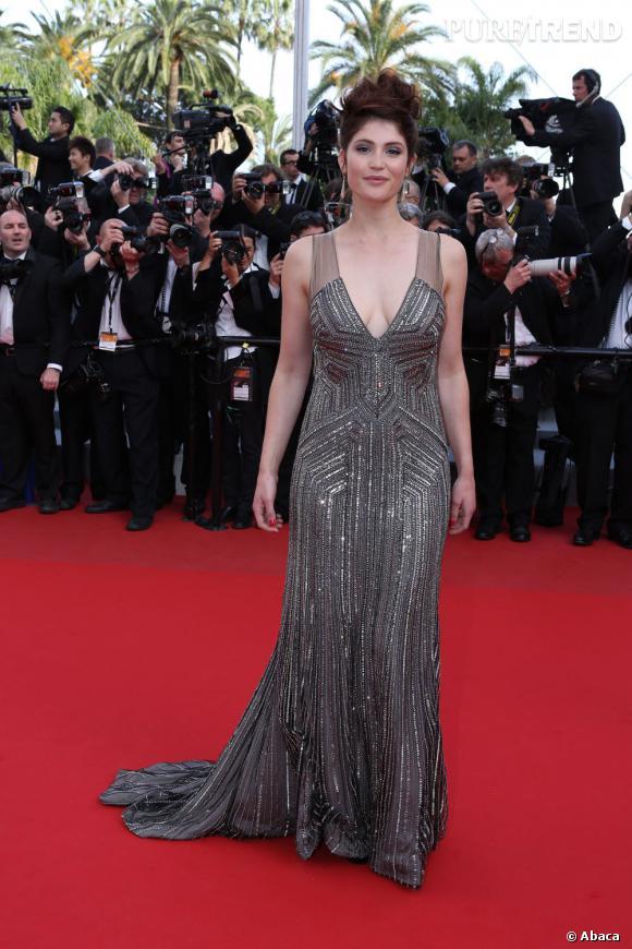 Gemma Arterton craque elle aussi pour la maison itallienne mais avec un modèle en strass et paillettes en plus d'un décolleté ravageur.