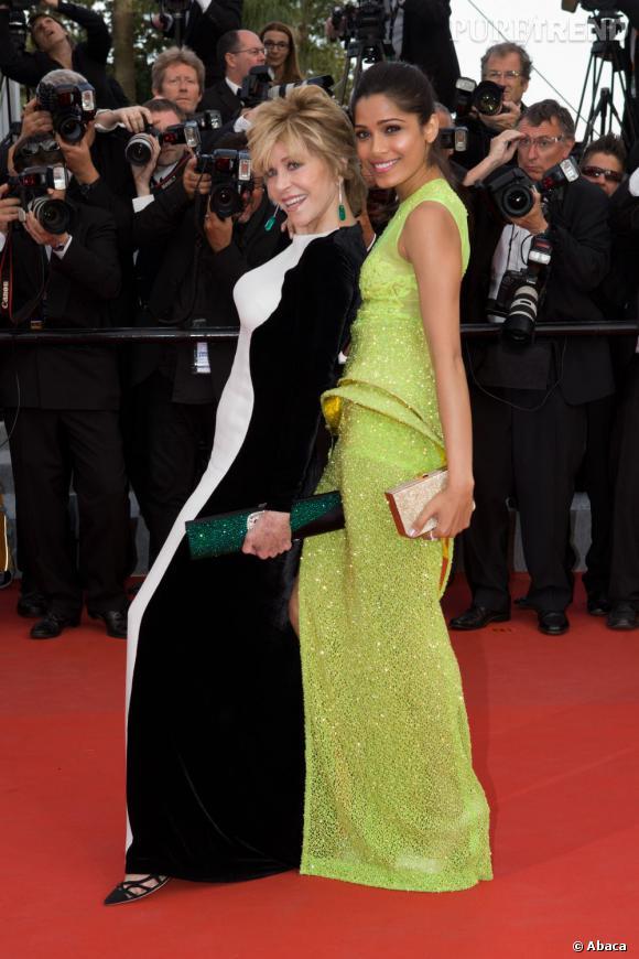 Les deux égéries L'Oréal, Jane Fonda et Freida Pinto s'éclatent sur le tapis rouge en Stella McCartney et robe futuriste Atelier Versace.