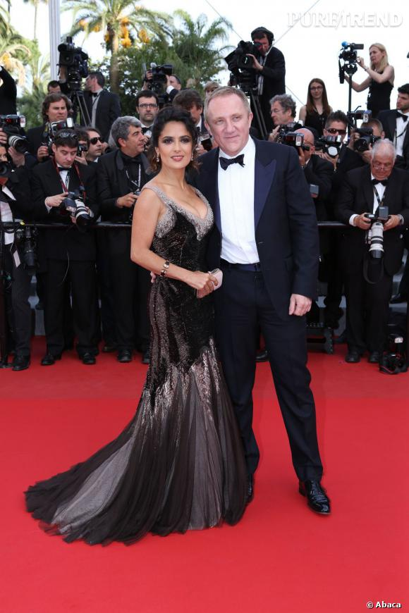 Salma Hayek fait tourner les têtes dans sa robe de sirène Gucci Première.