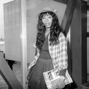 En 1977 : au quotidien, elle calme le jeu, mais Donna Summer reste une dingue de mode.