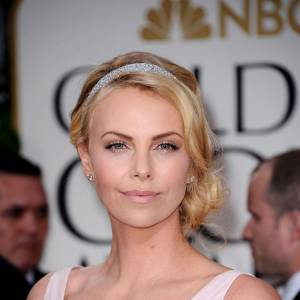 Charlize theron actu mode et photos for Miroir qui est la plus belle