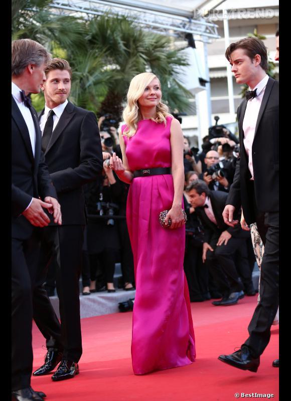"""Kirsten Dunst lors de la montée des marches de """"Sur la route"""" à Cannes."""