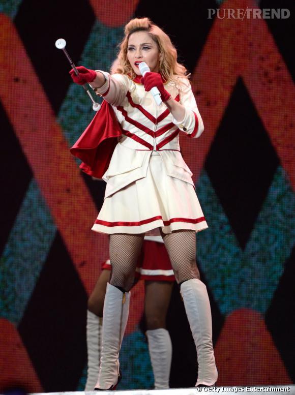 Madonna, l'uniforme de majorette glmour.