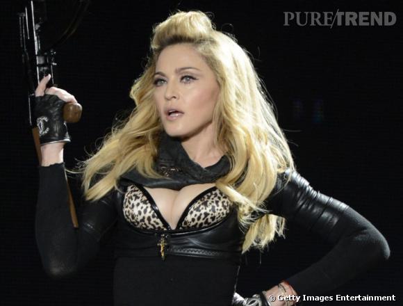 Madonna, son numéro de tir sexy.