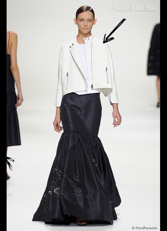 Comment porter le cuir cet été 2012 ?  Comme chez Dries van Noten on adopte le perfecto en cuir blanc cet été.   Défilé Dries van Noten Printemps-Eté 2012