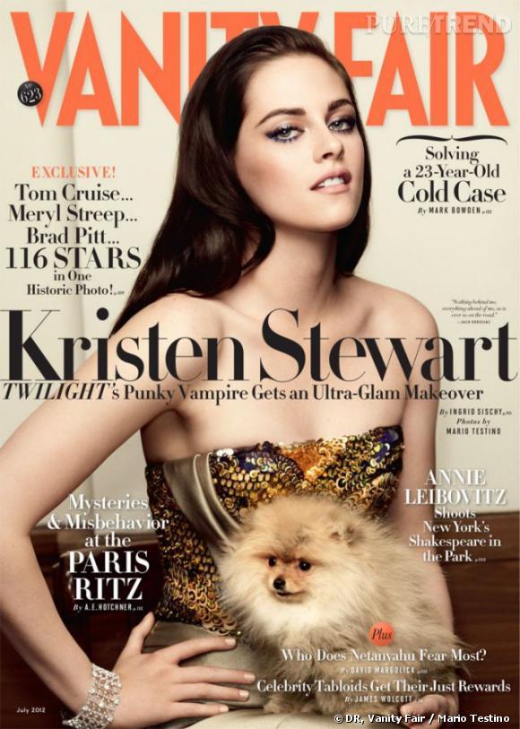 Kristen Stewart prend la pose dans une robe Armani Privé Printemps-Eté 2012 en couverture de Vanity Fair juillet 2012.