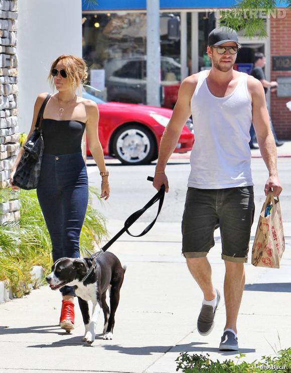 """Miley Cyrus et Liam Hemsworth se sont rencontrés en 2009 sur le tournage du film """"The Last Song"""". Véritable coup de coeur, leurs plannings chargés les a fait rompre pour remettre le couvert en 2010. Les voilà aujourd'hui fiancés depuis quelques jours."""