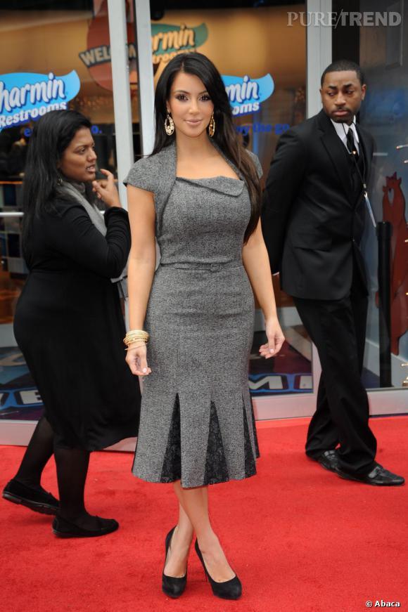 """Le flop """"robe sirène"""" :   mauvaise coupe pour la morphologie de la brunette, cette robe lui rajoute 10 voire 15 ans de plus."""