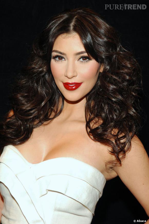 """Le top """"coiffure"""" :  une crinière de tigresse associée à un make-up glamourissime, elle a tout bon."""