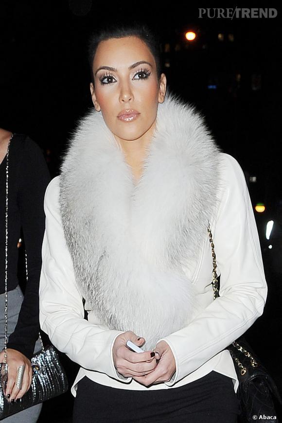 """Le flop """"diva de fourrure"""" :  le make-up aussi blanc que sa fourrure, on appelle les enfarineurs !"""