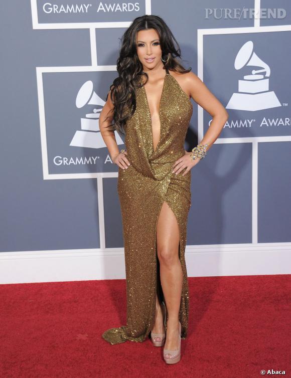 """Le flop """"tenue de grand soir"""" :  too much et prête à débordée, Kim Kardashian en fait décidément trop. Le look disco on le laisse à Donna Summer."""